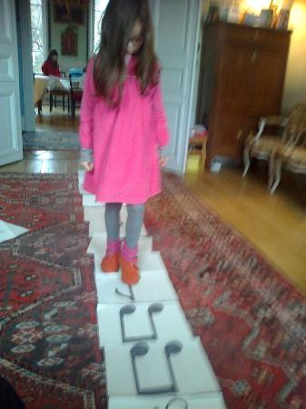 Marelle de rythme en chantant les rythmes :<br />  à chaque rythme son jeu de pied !