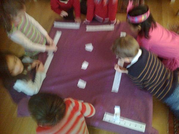 Des jeux musicaux sont organisés y compris des jeux de solfège